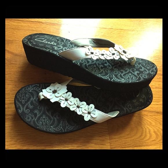 8ccc5be5e7 Clarks Shoes   Sale Womens Skiff Cayman Flipflop Sandal   Poshmark